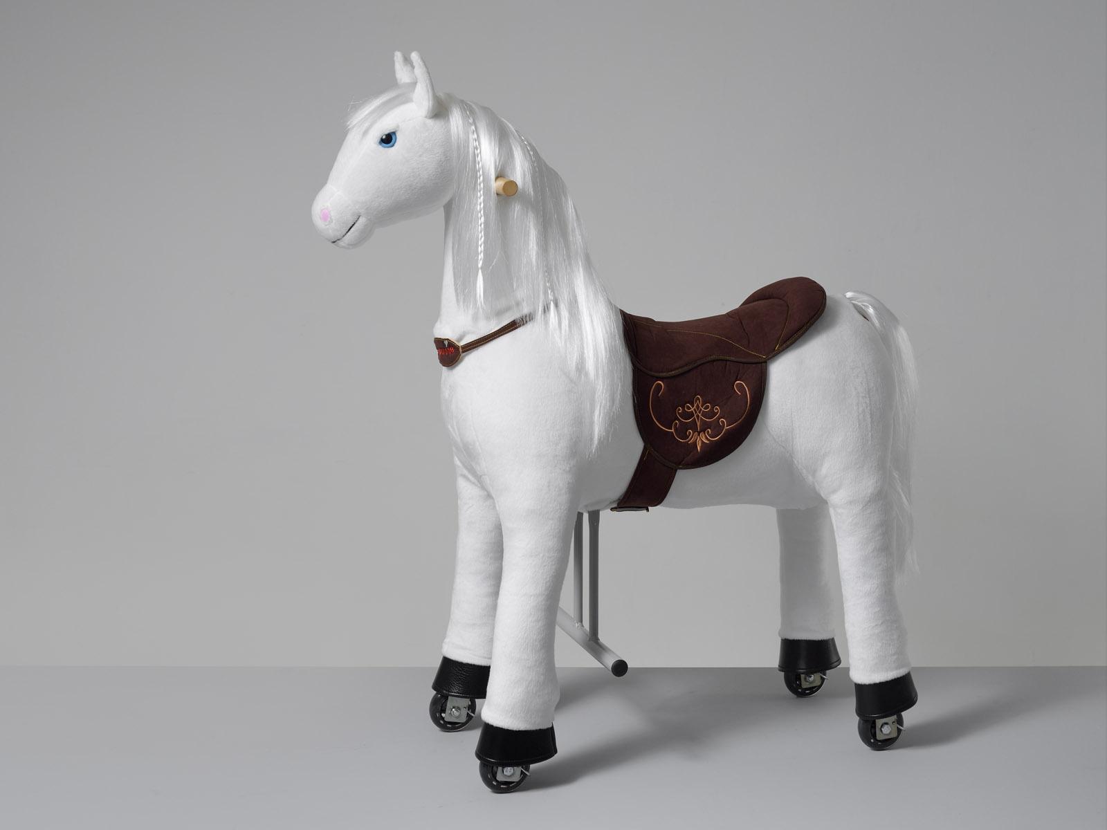 Taira Ponnie M HOME – bílý kůň