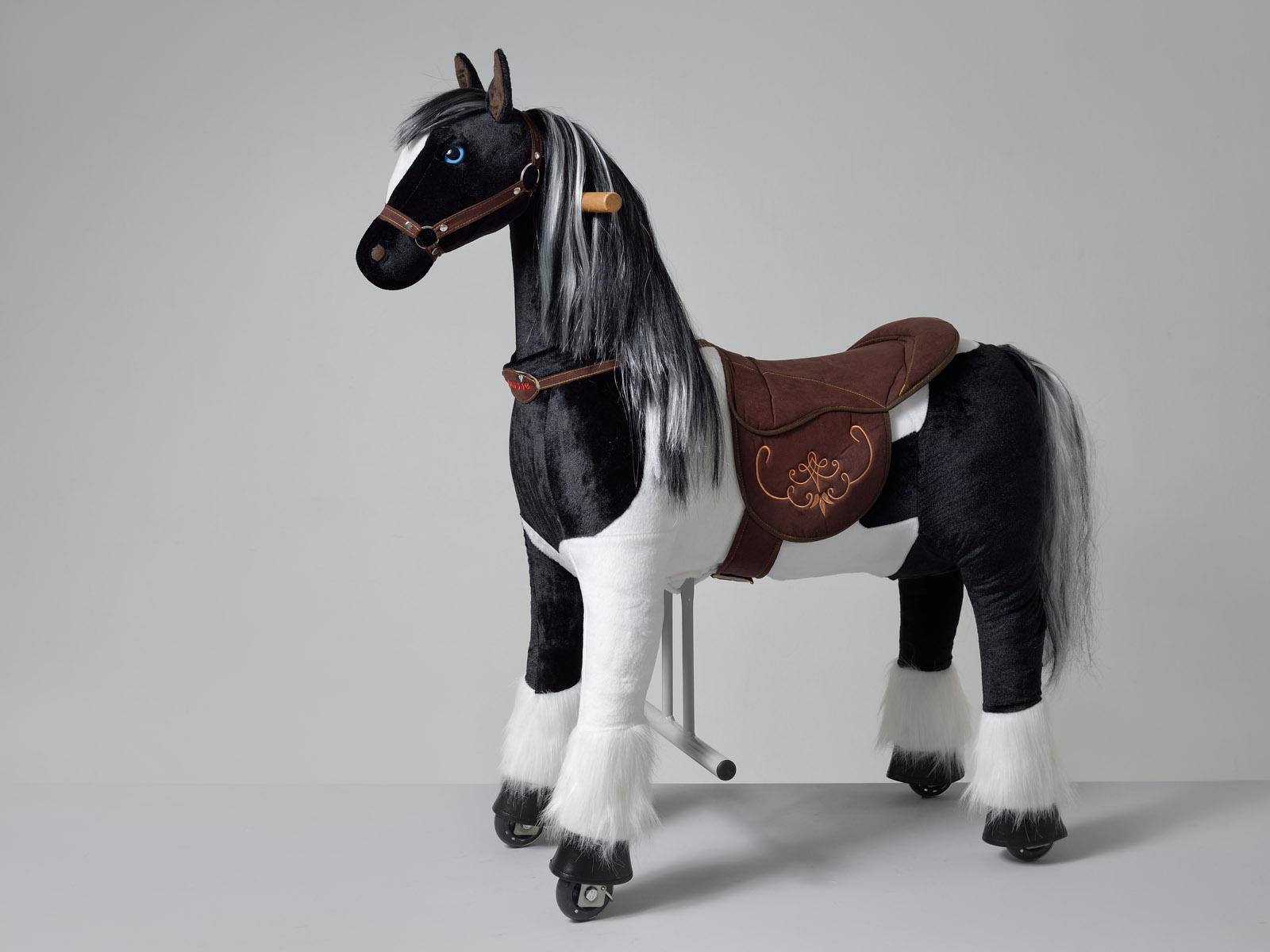 Domino Ponnie M HOME – americký malířský kůň