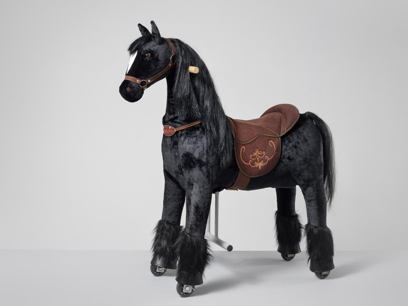 Ebony Ponnie M HOME – fríský kůň černý