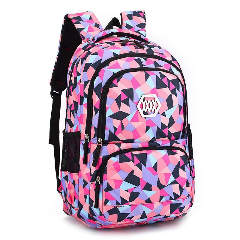 Strakatý školní batoh