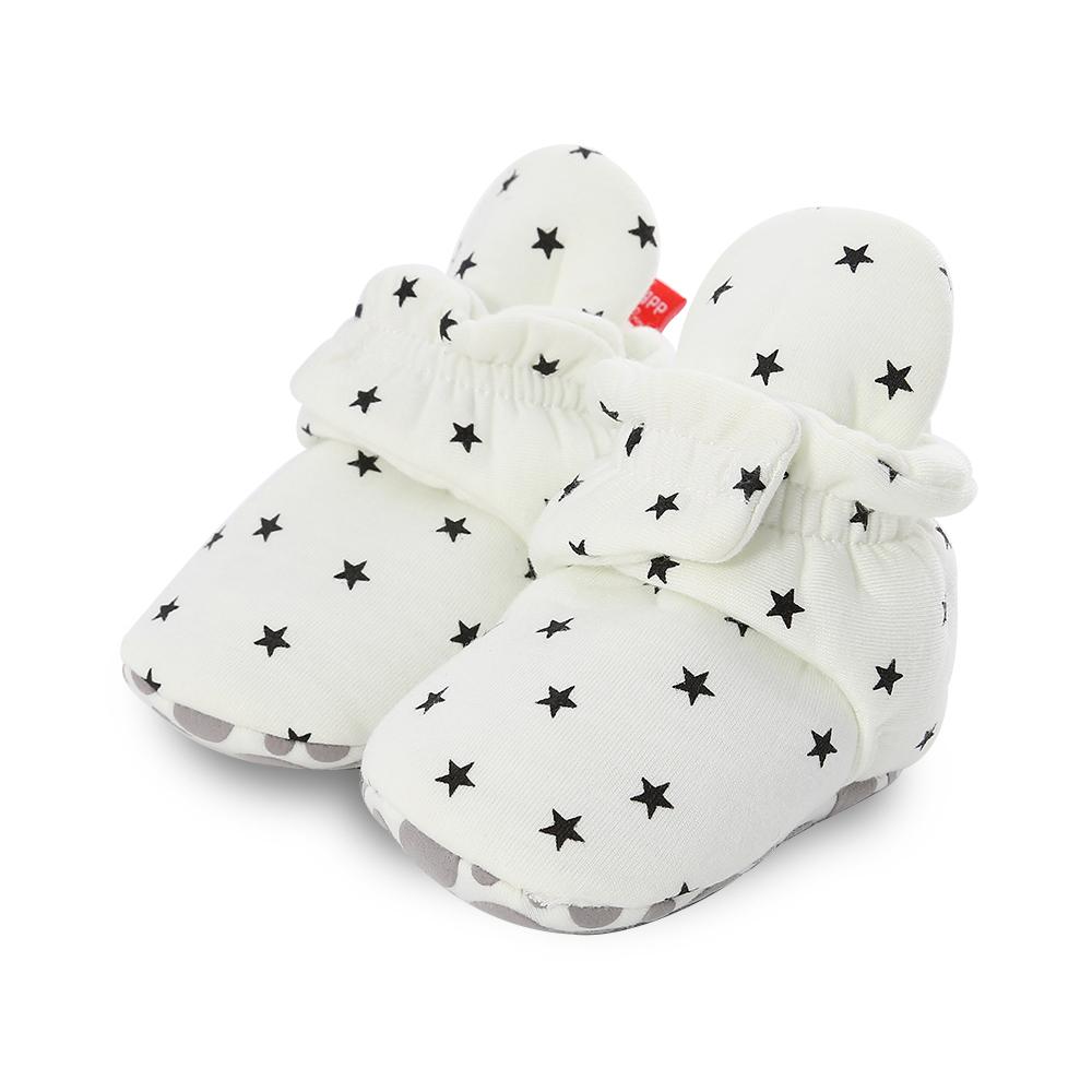 Capáčky pro miminko – Bílé s hvězdičkami